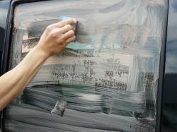 車のフロントガラス等のウィンドウガラスの油膜や水垢・雨シミをキレイに落とすガラス磨き専用コンパウンド/ガラスリフレッシャー施工