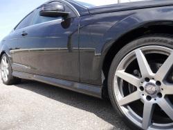 コーティング被膜の強固な硬化系コーティングでも汚れない訳ではなく長期間洗車ケアを行わないと汚れやシミ・水垢が頑固にこびりつきます