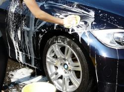 車のガラスコーティング  ハイブリッドナノガラス コーティング前処理 シリコンオフ1