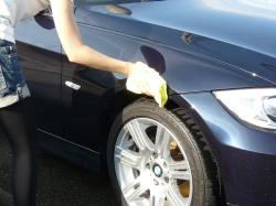 車のガラスコーティング  ハイブリッドナノガラス コーティング前処理 シリコンオフ2
