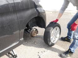 春先はタイヤ交換のついでにホイールやタイヤのお手入れとして鉄粉除去と洗車をしてホイールコーティングやタイヤコーティングがおすすめ