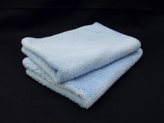 長い羊毛のような毛足と汚れをキャッチする能力に優れた密集した毛足が特徴のムートンクロス2枚組