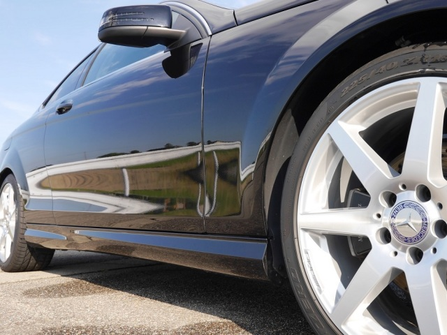 クイックワンシャンプーでやさしく洗車すれば汚れや水垢・固着物をスッキリ効果的に落としコーティングの直後とも思える艶・輝きを回復