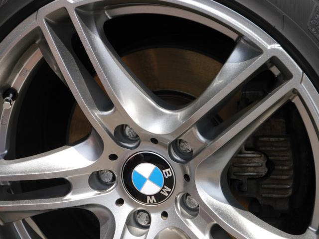 コーティング剤を施工後、BMWのホイールは強固な被膜に守られ、美しく輝いた状態に仕上りました