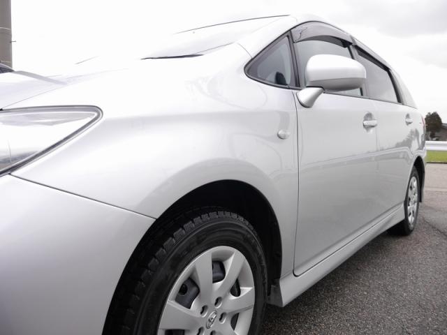 鉄粉除去の後パーフェクトシャンプーで洗車し、艶々になったトヨタウィッシュ