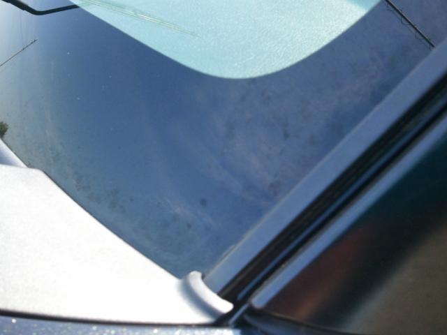 車のガラスにガラス撥水コーティングを施工していても雨や水滴が乾いて雨染み(シミ・デポジット・スケール)は必ずできてしまいます
