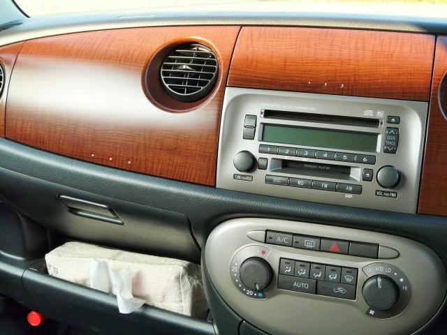 シミになる危険性も少ない洗浄力に優れた中性のクリーナーですので施工した後の美しさは抜群!車内インテリアの美しさが際立ちます