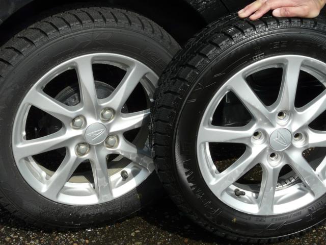施工前後のタイヤを横に並べるとタイヤ用コーティング剤のその効果は一目瞭然